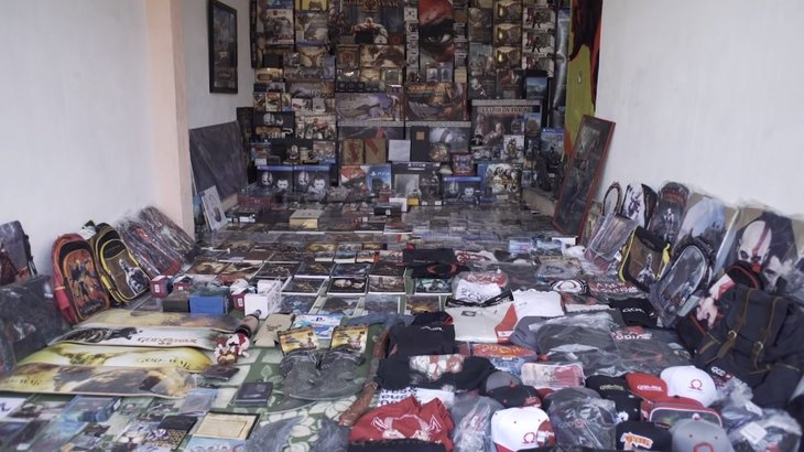 This God of War fan likely has a better collection than you, was honored by Santa Monica